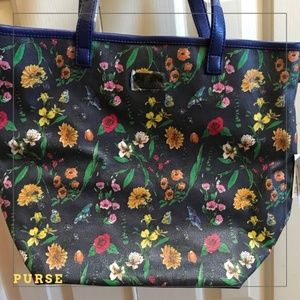 NWT Pretty Floral Purse with an Outer Side Pocket!